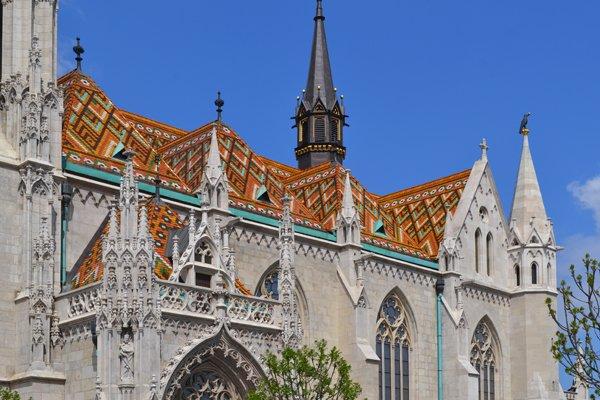 Das prachtvolle Dach der Matthiaskirche