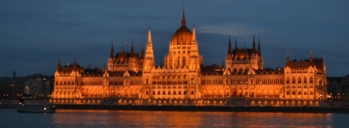 Parlament am Abend
