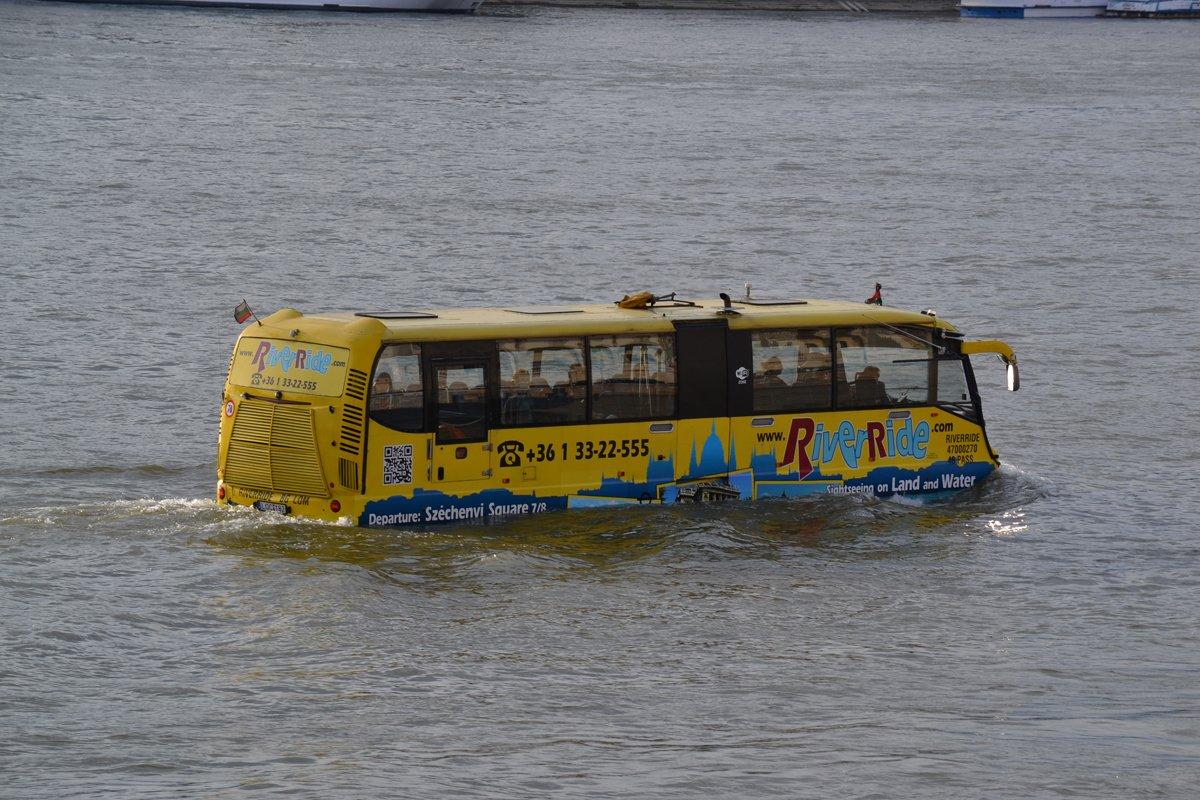 Ein Bus in der Donau, so etwas haben wir noch nie gesehen