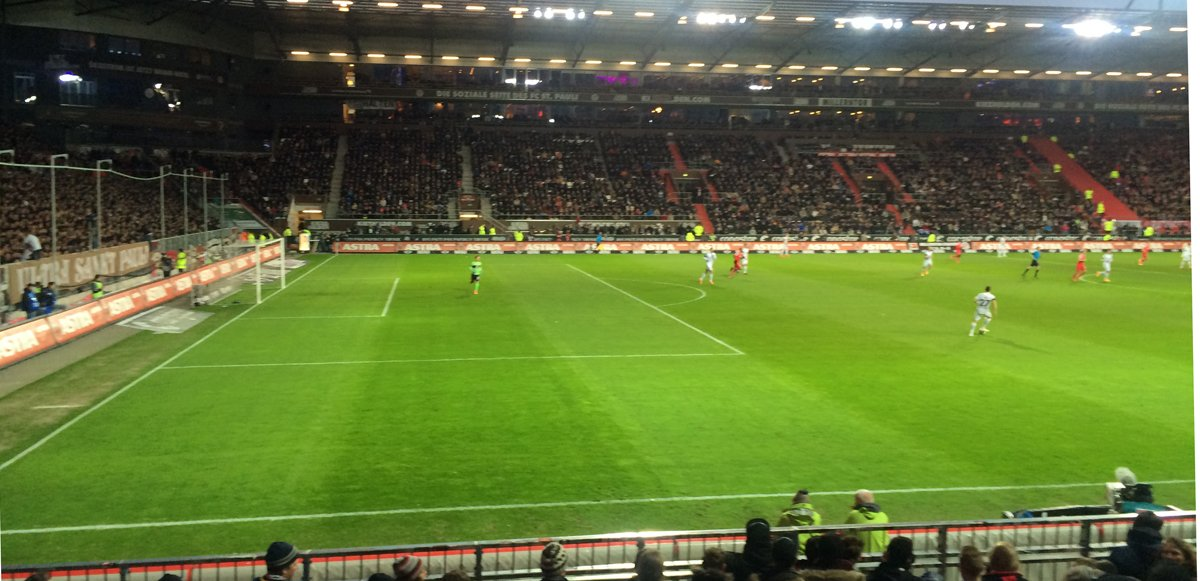 Beim Spiel St. Pauli - Düsseldorf