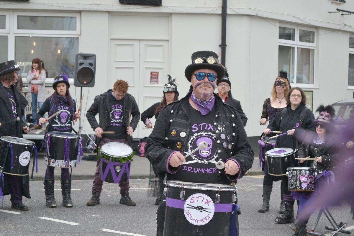 Stix Drummers beim Straßenfest in Eastbourne