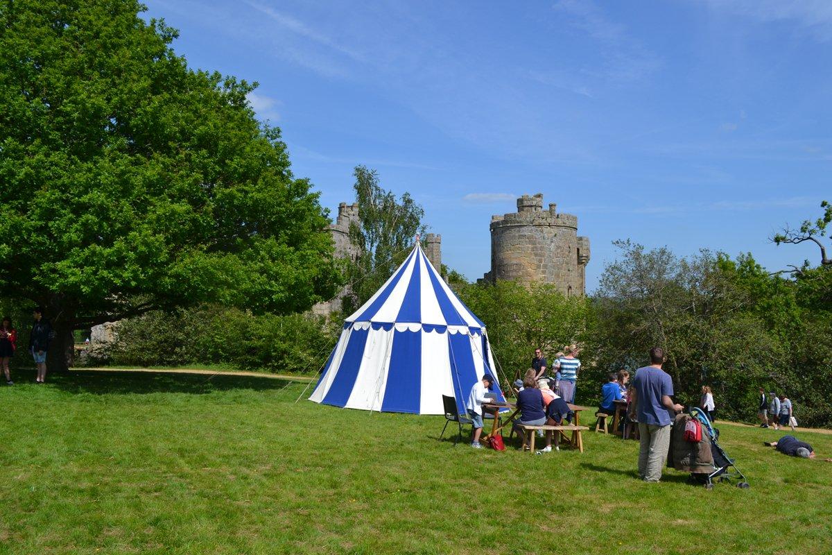 Veranstaltungen für Kinder in mittelalterlichen Zelten