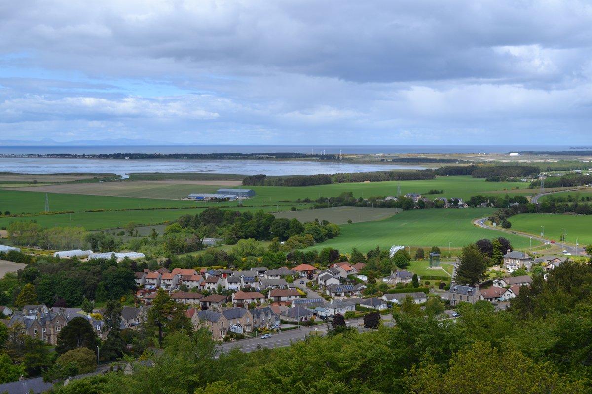 Blick auf Forres und den Moray Firth vom Nelson Turm