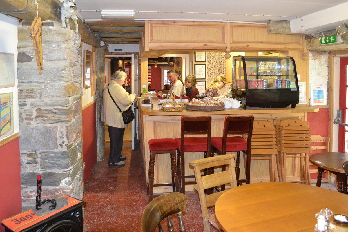 "Im Café ""Beggars Belief"""