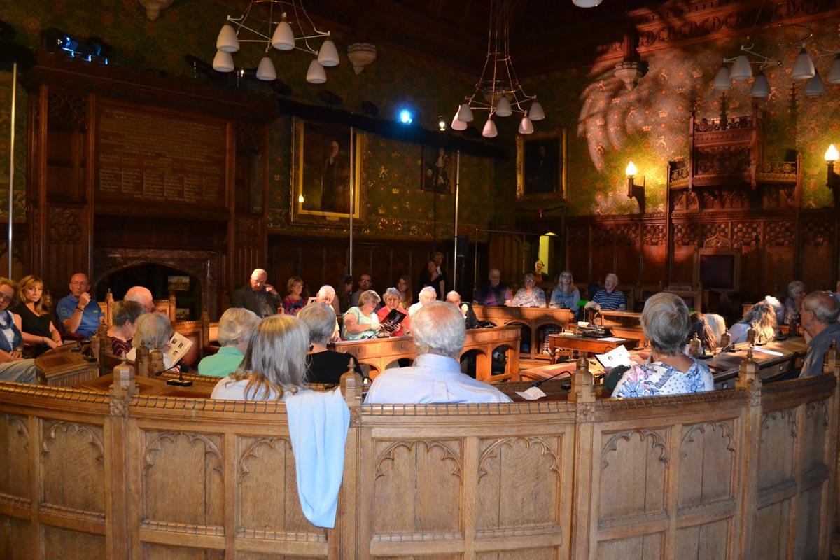 Gerichtsaal für den Agatha Christie Krimi