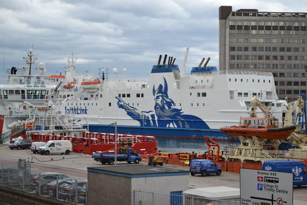 Norwegische Fähre im Hafen von Aberdeen