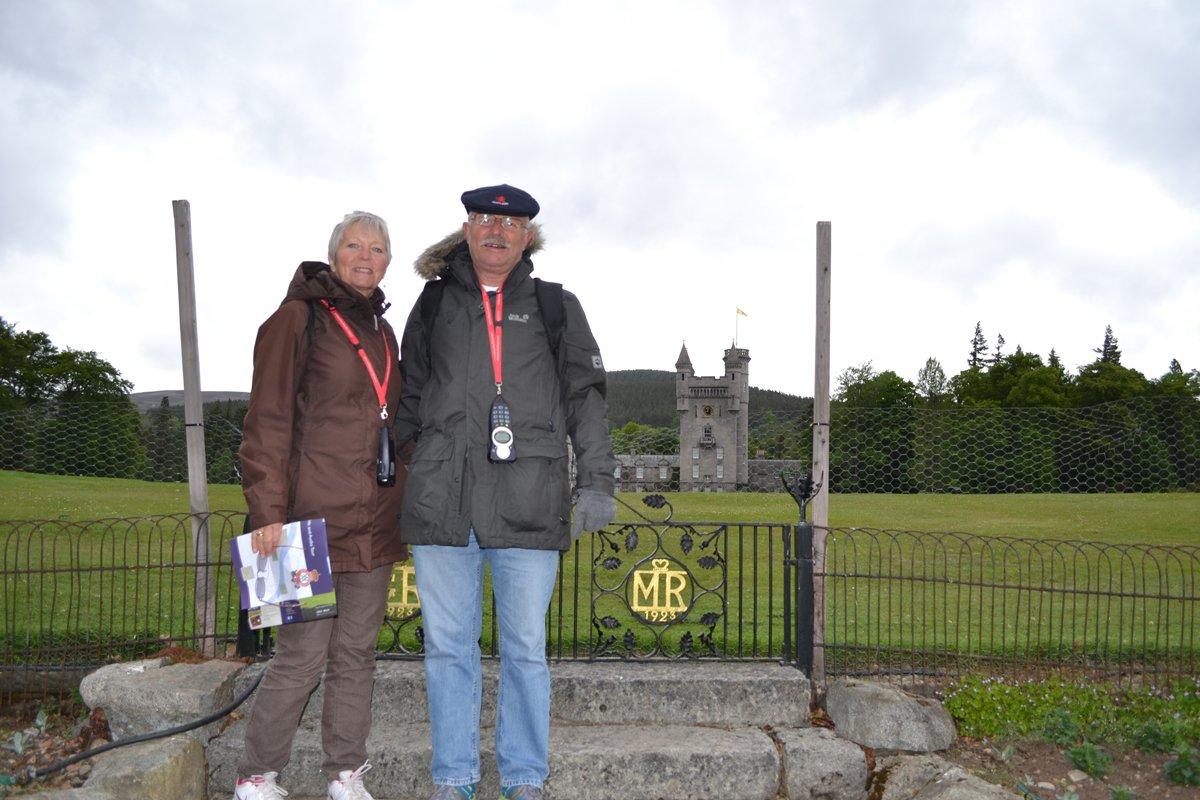 Wir vor Schloss Balmoral