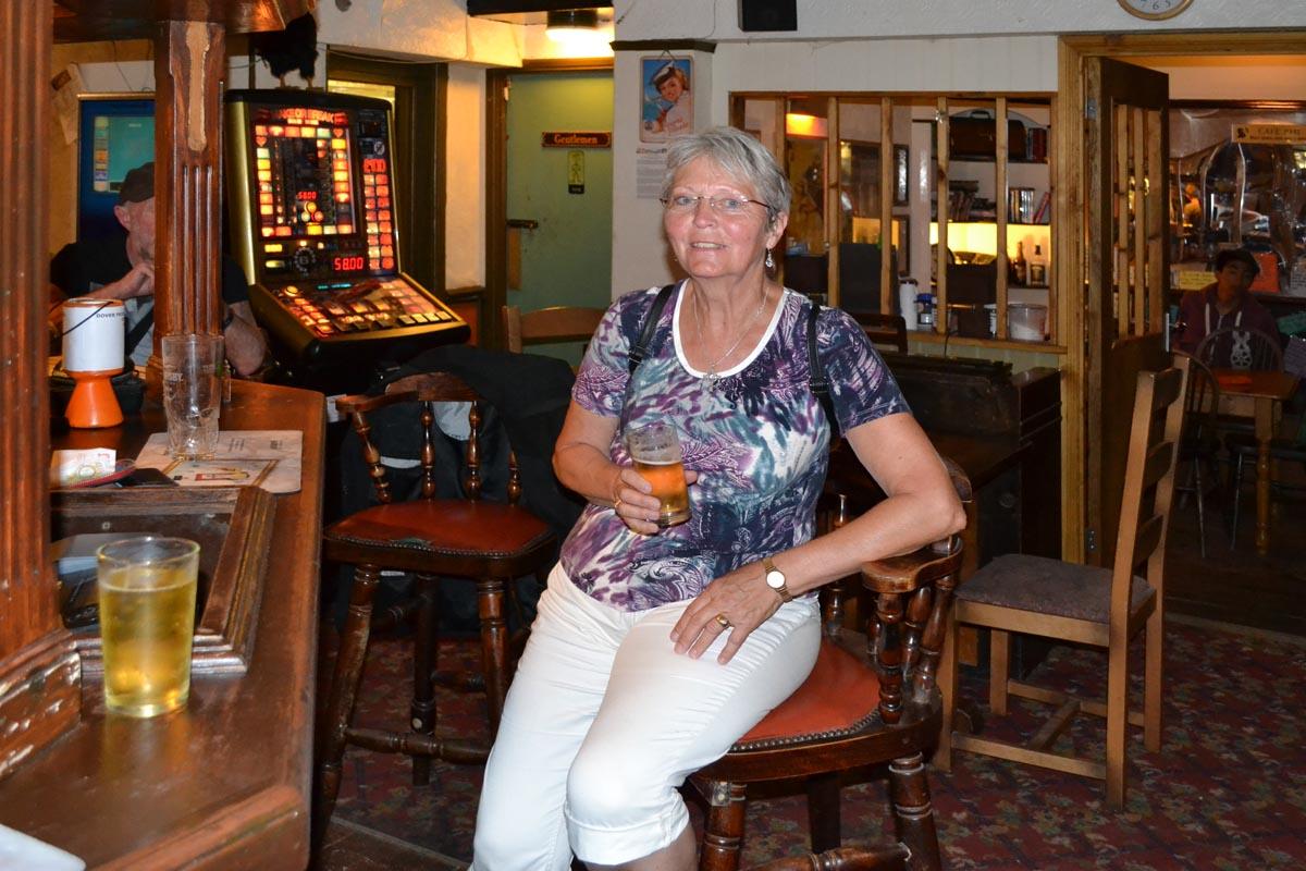 Abschiedsdrink in einem Pub in Dover