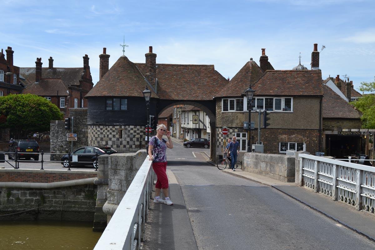 Brücke ueber den Stour und Stadttor