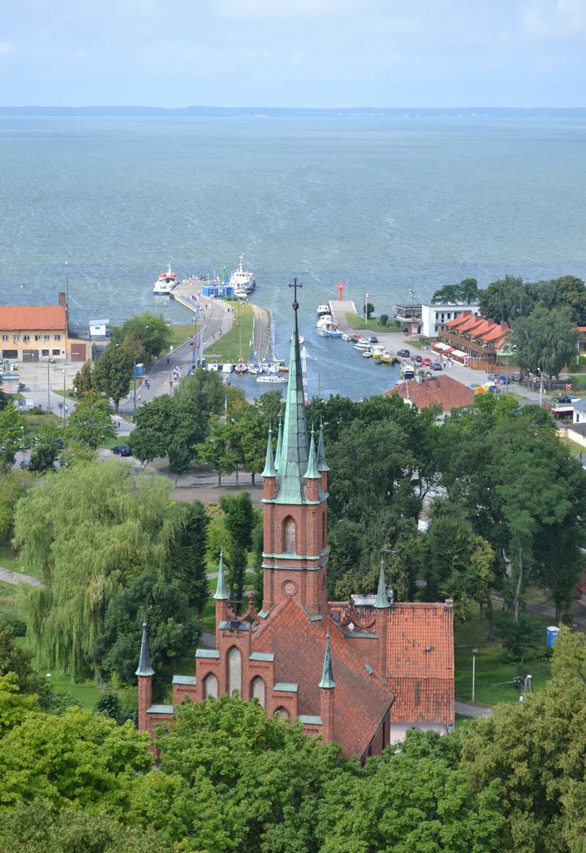 Katholische Kirche vor dem Hafen