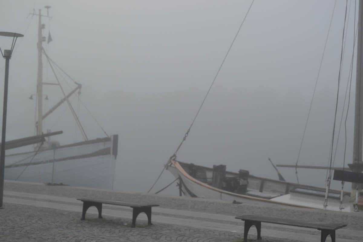 Nebel des Grauens am Strandweg in Stockholm