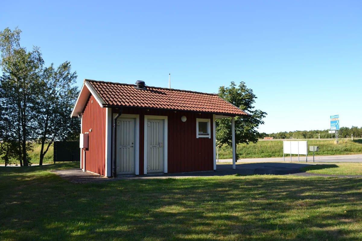 Toilettenhäuschen in Torstäva