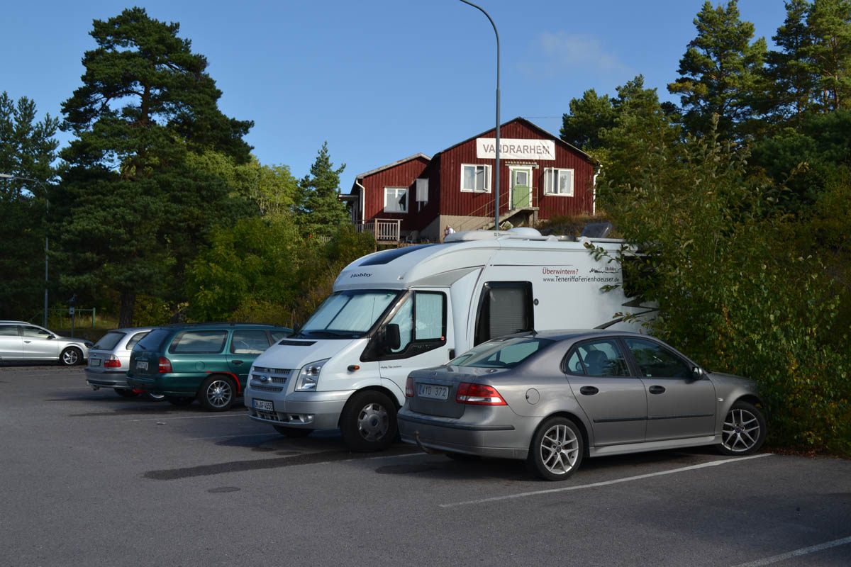Unser Parkplatz auf Rindö, direkt vor der Jugendherberge
