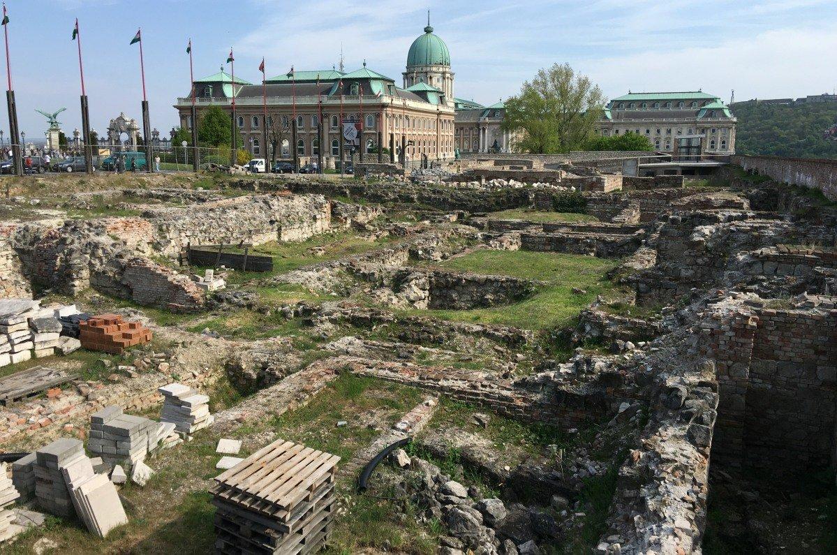 Ausgrabungen der alten Burg bei der Nationalgalerie