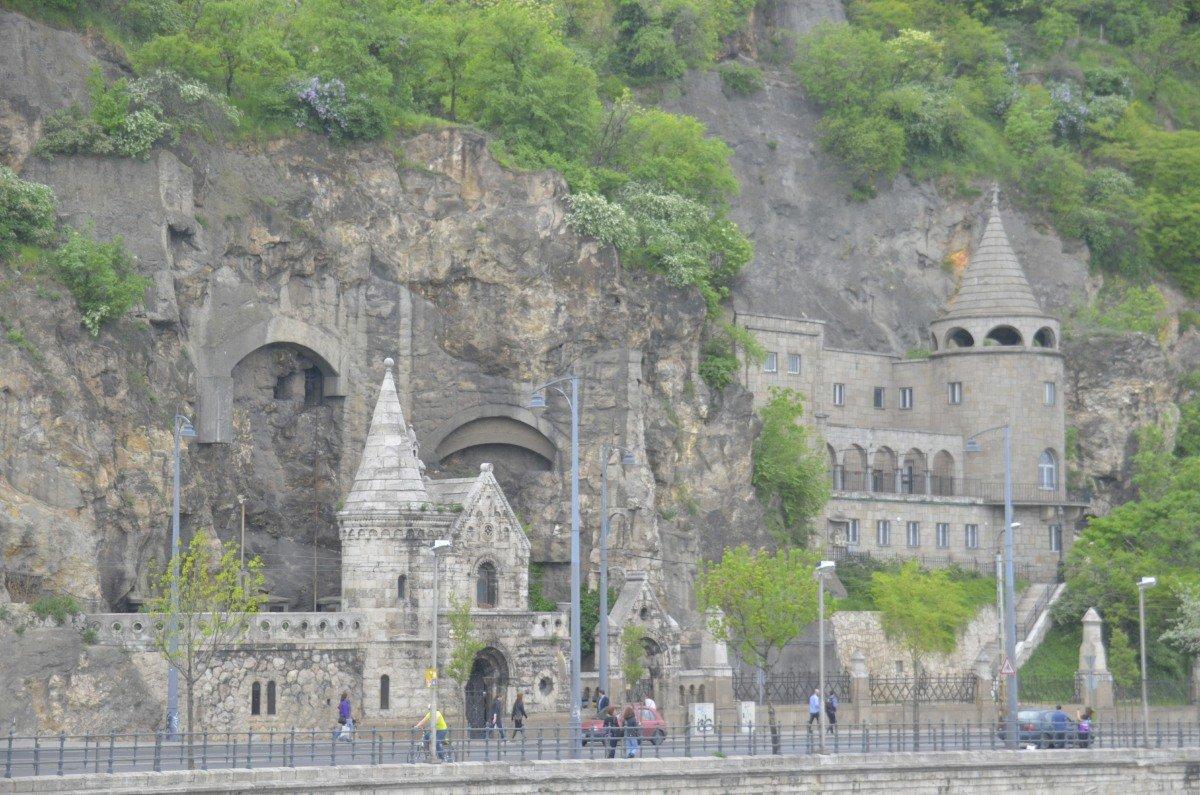 Außenansicht der Felsenkirche