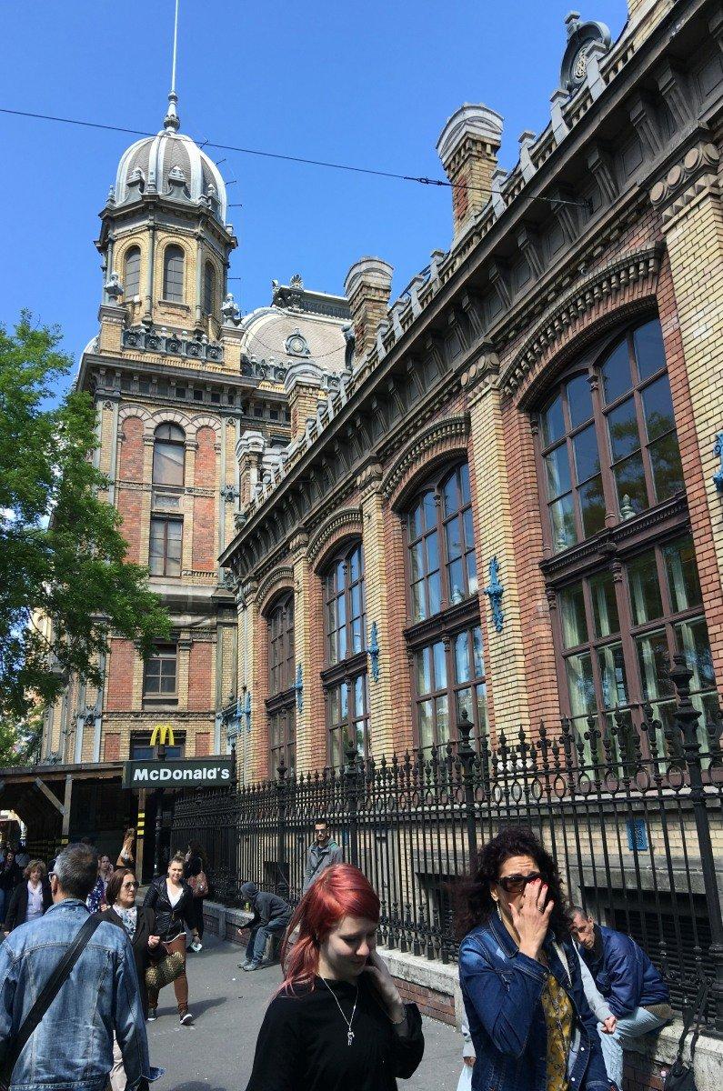 Außenfassade des Westbahnhofs
