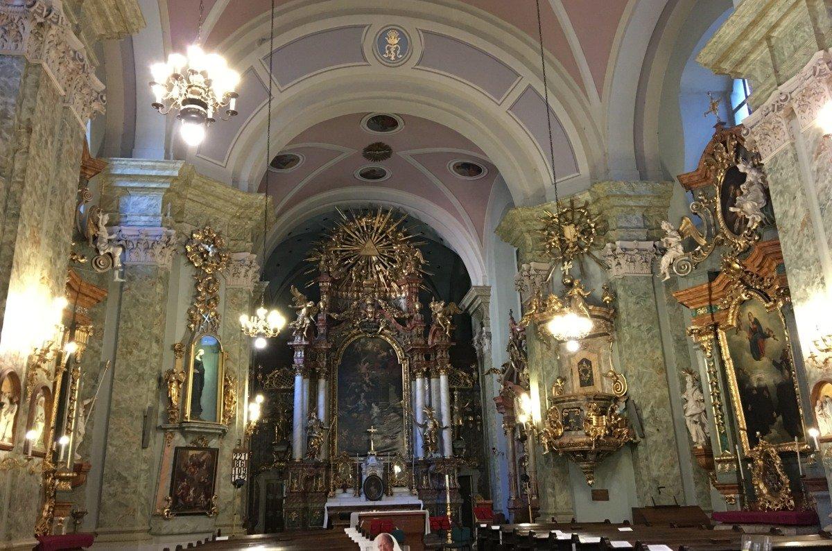 Das prachtvolle Innere der St. Anna Kirche