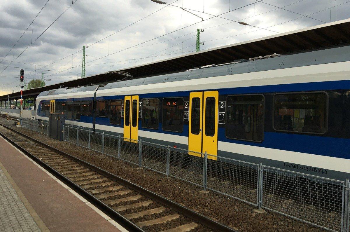 Der moderne Regionalzug nach Vác