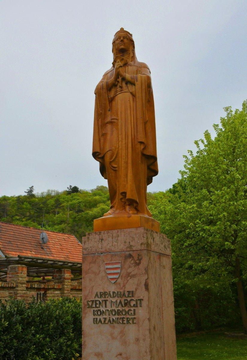 Holzstatue der heiligen Margarete