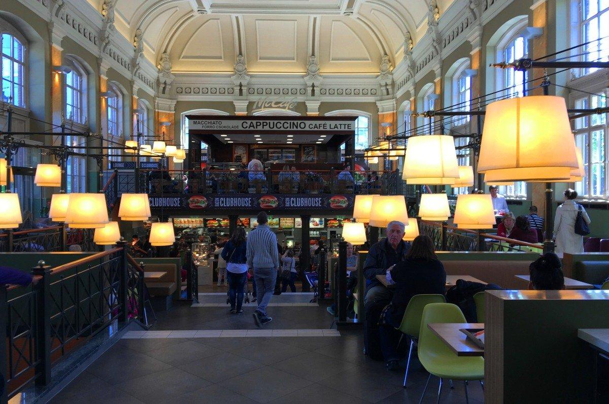 MacDonaldsam Westbahnhof im Barockstil