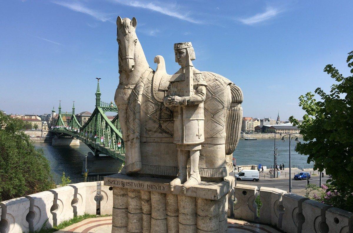 Sankt Stefan Denkmal vor der Freiheitsbrücke
