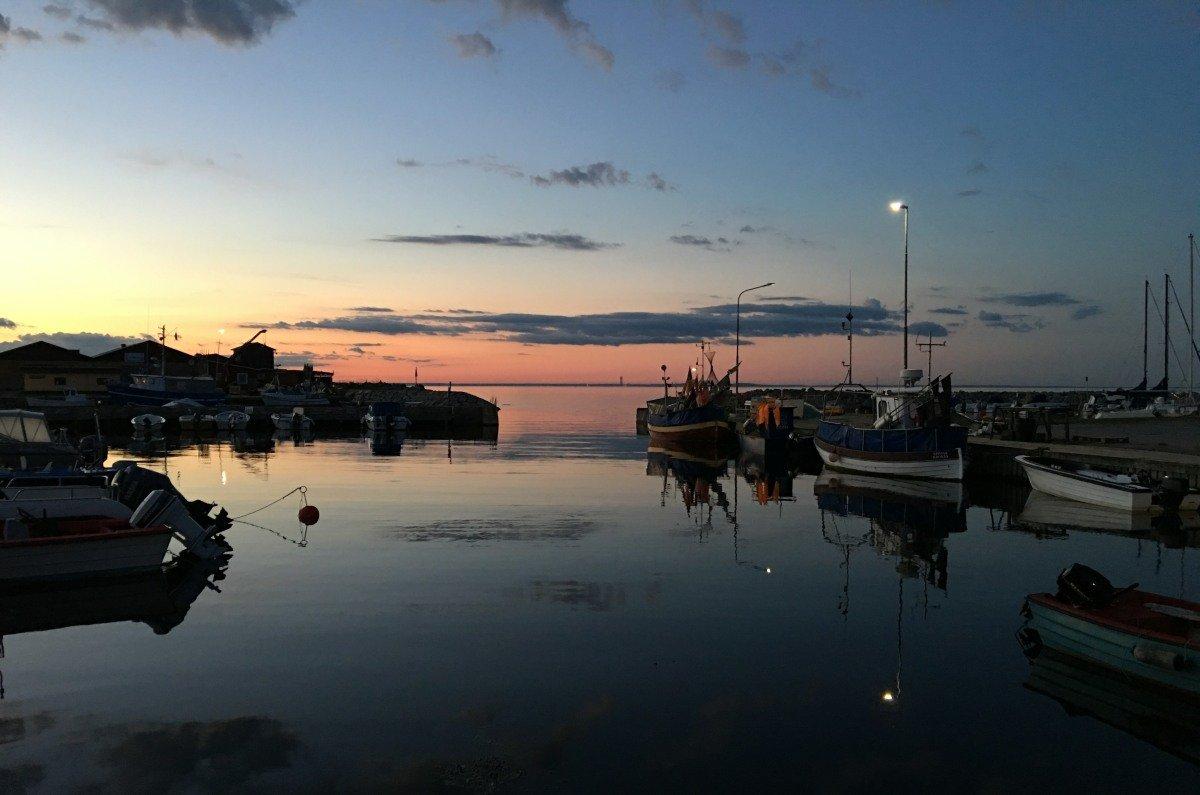 Krokås Hafen in der Abenddämmerung