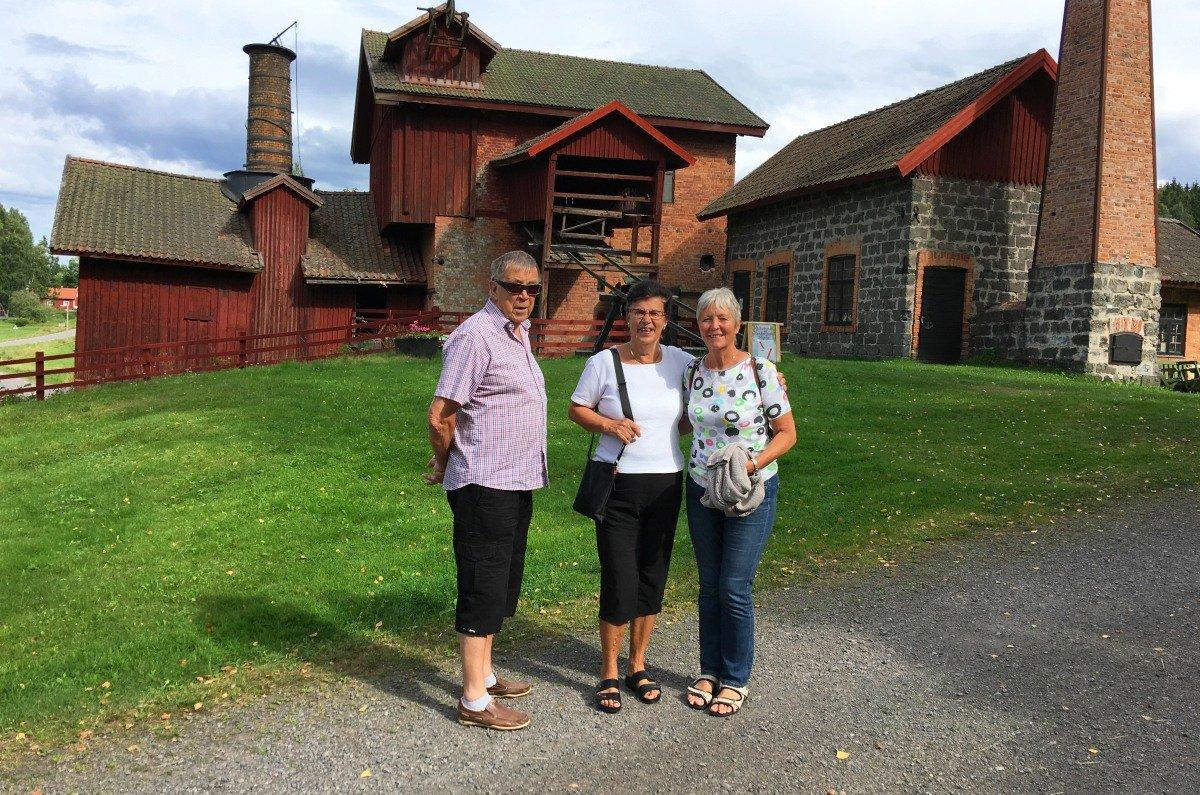 Margareta und Rune mit Anne vor dem Eisenhüttenmuseum