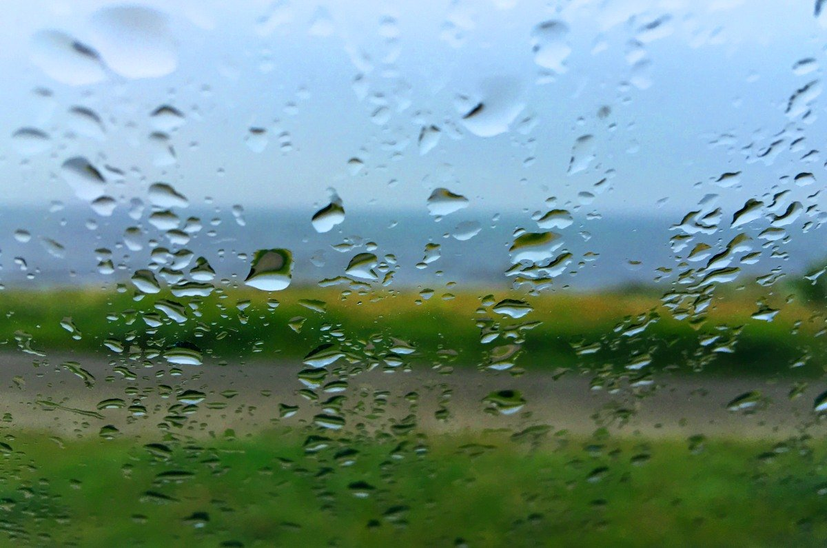 Nasse Aussicht auf die Ostsee