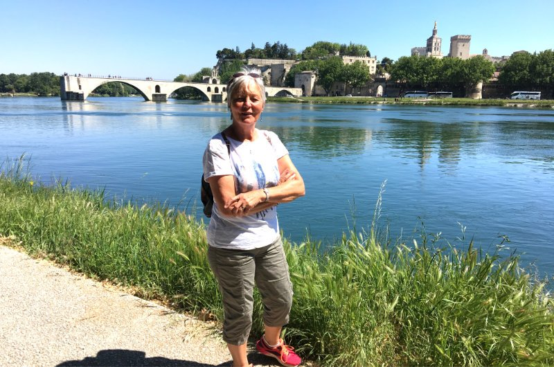 Anne vor der Pont d Avignon