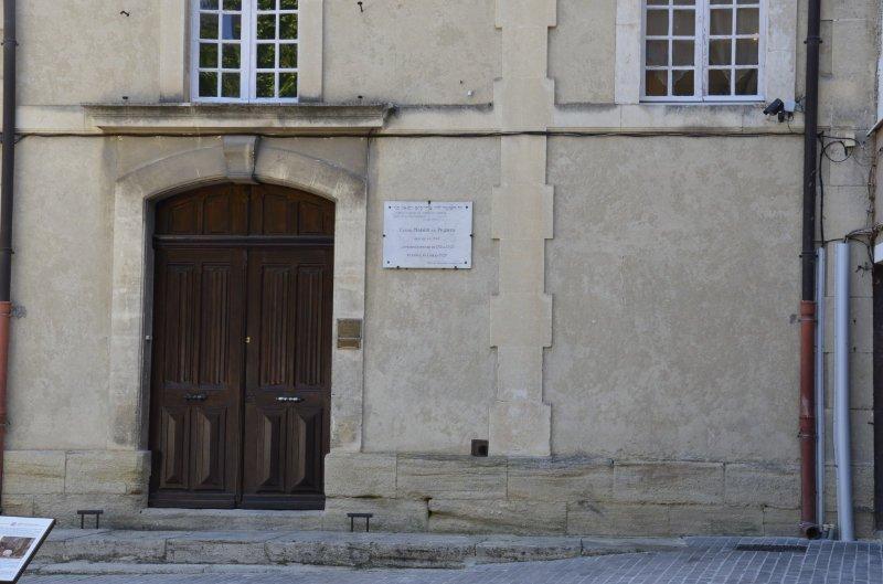 Der schlichte Eingang der Synagoge