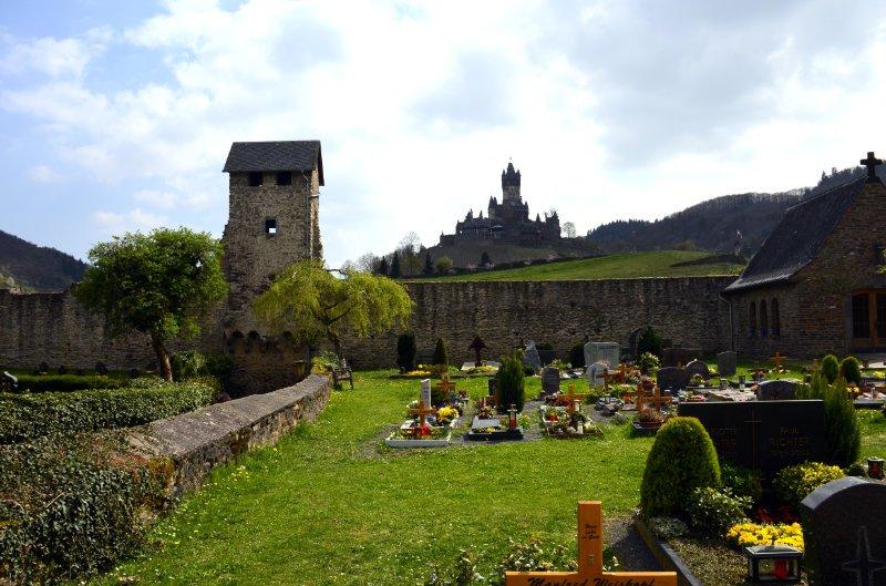 Friedhof an der Stadtmauer und Reichsburg