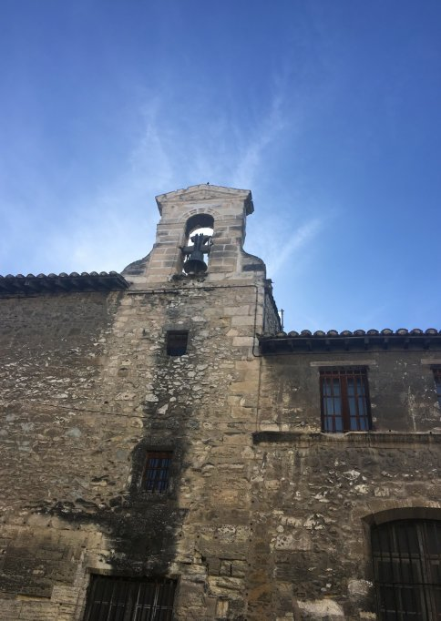 Glockenturm im Sonnengegenlicht