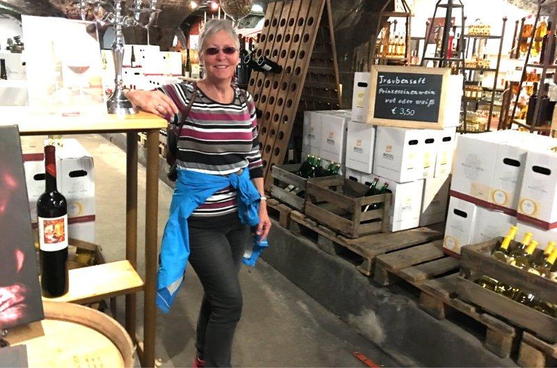 In der Weinkellerei Osten, St. Aldegund