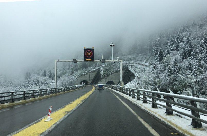 Fahrt durch die Alpen bei Grenoble