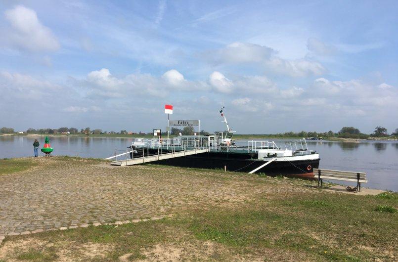 Personenfähre über die Elbe