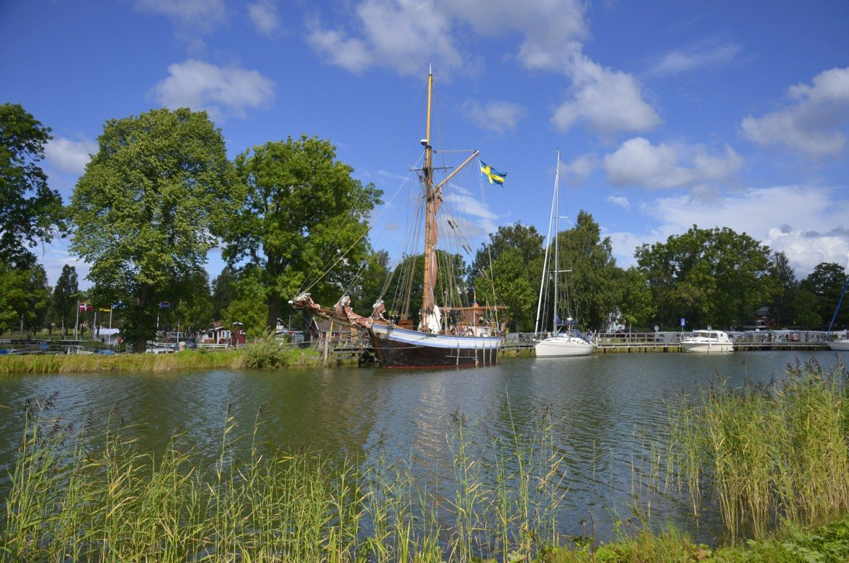 Boote im Hafen von Sjötorp