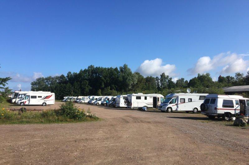Der gut gefüllte und kostenlose Stellplatz in Råå