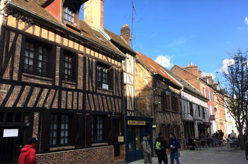 Beauvais Altstadt, Straße des 27. Juni