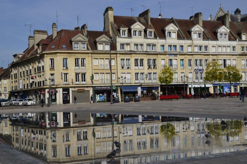 Spiegeleffekt auf dem Marktplatz