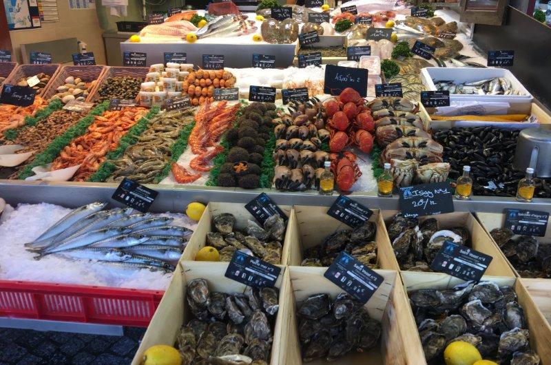 Tollste Meeresfrüchte auf dem Fischmarkt in Trouville