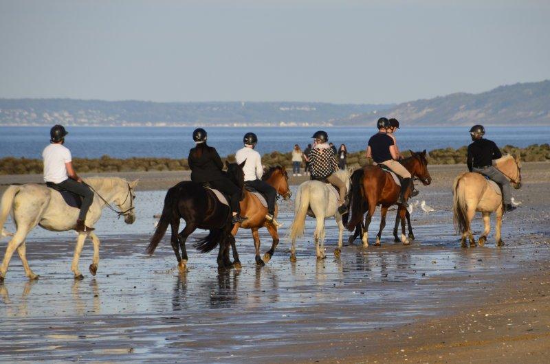 Reiter am Strand von Ouistreham