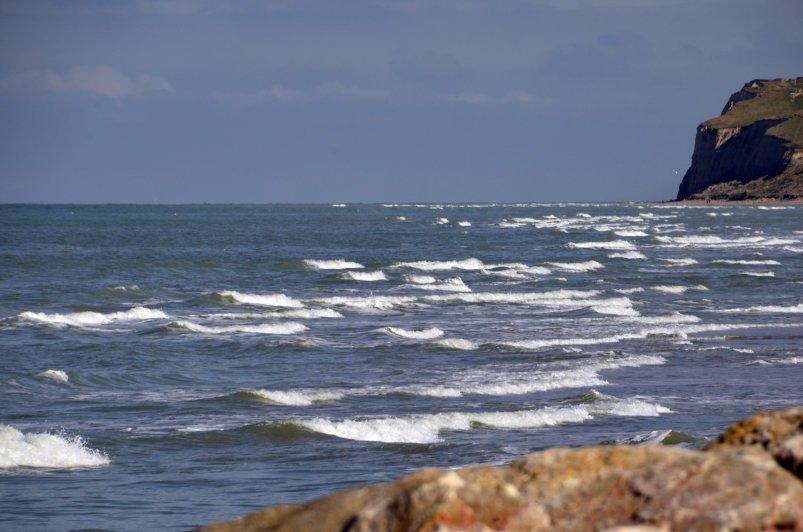 Auflaufende Tide und Cap Blanc Nez rechts im Hintergrund