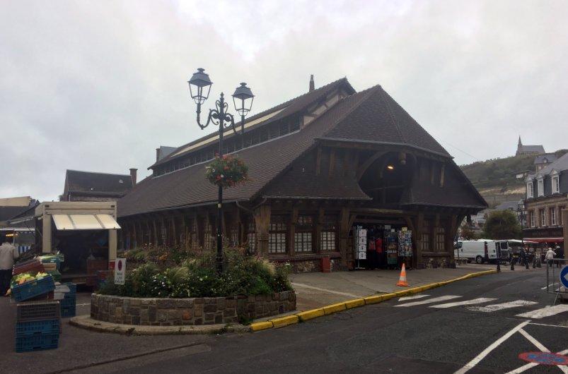Die wieder aufgebaute Markthalle