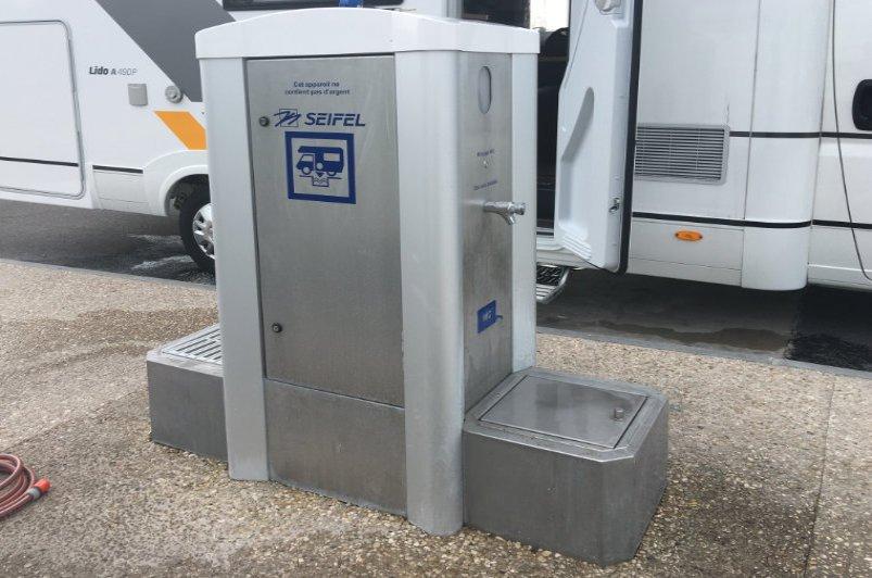 Ver- und Entsorgungsstation Calais