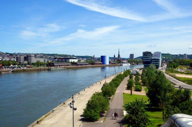Blick auf Rouen von der neuen Hubbrücke