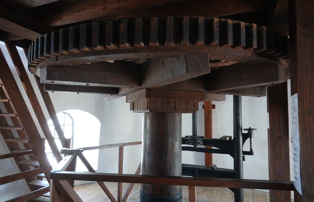 Große Holzzahnräder in der Mühle