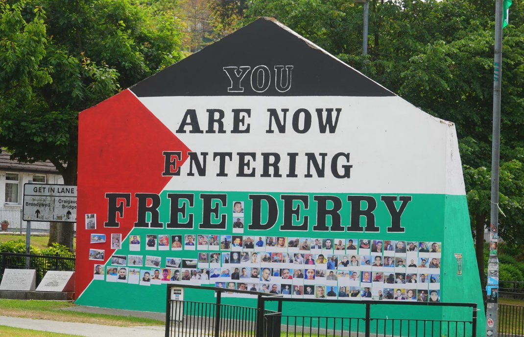 "Mahnmal ""You are now entering Free Derry"""
