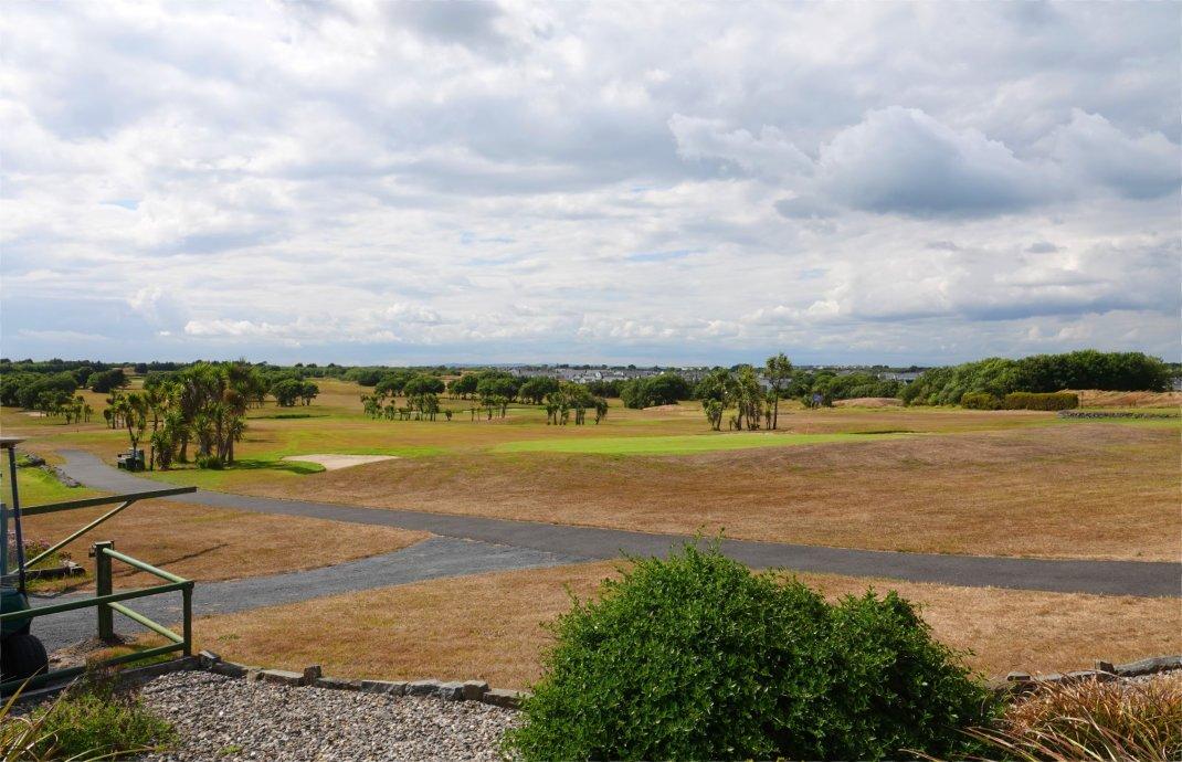 Der knochentrockene Golfplatz