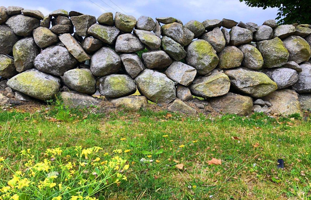 """Typisch irische """"Dry Stone Wall"""" (ohne Mörtel)"""