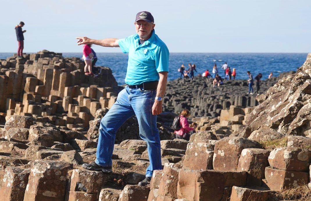 Frederick auf den Basaltsäulen